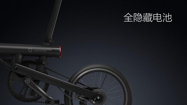 Bánh sau gắn với hệ thống xích líp nhiều tầng của những chiếc xe đạp địa hình thông thường.